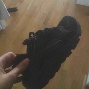 Nike huarache i dam 40, lite små i storleken därför säljer jag dom. Mötes upp i Stockholm Pris kan diskuteras☺️ Org pris. 1300kr