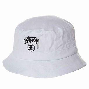 Stussy buckethat. Använd några gånger men nytvättad. Nypris: 550kr.