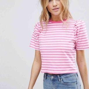 rosa randig t-shirt i nyskick, frakt 36kr