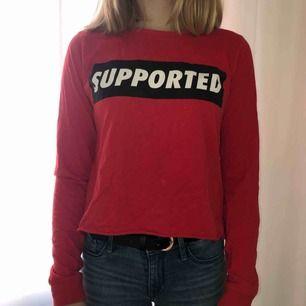 Croppad tröja från New Yorker i storlek S. Kan mötas i Sthlm eller så betalar köparen frakten