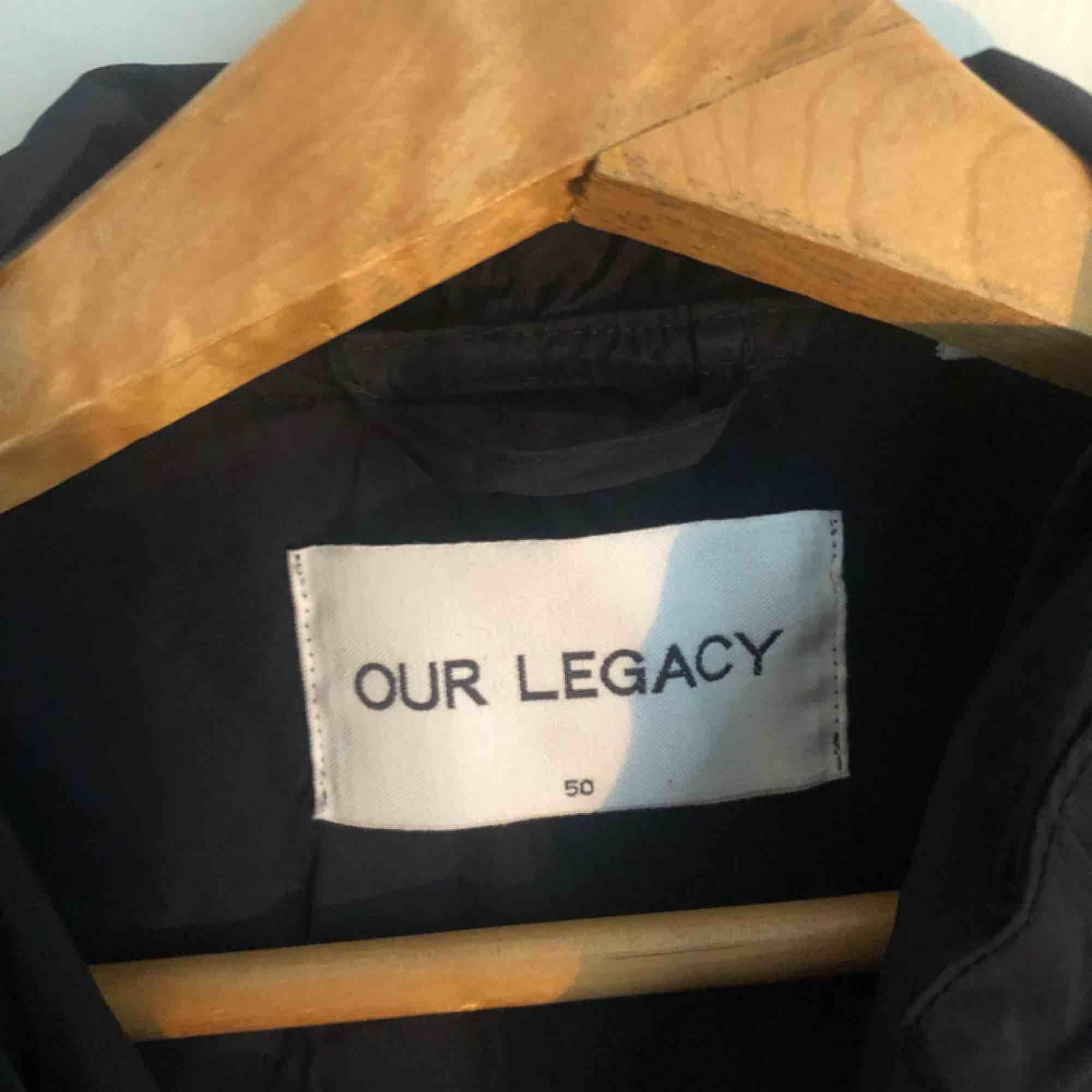 Nylon/regnjacka från Our legacy i mörkblått . Jackor.
