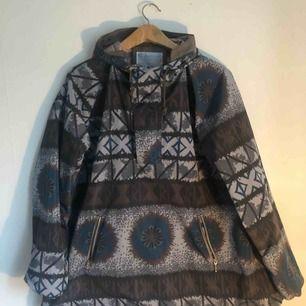 Färgglad och snygg jacka/annorak i polyester från Kolor