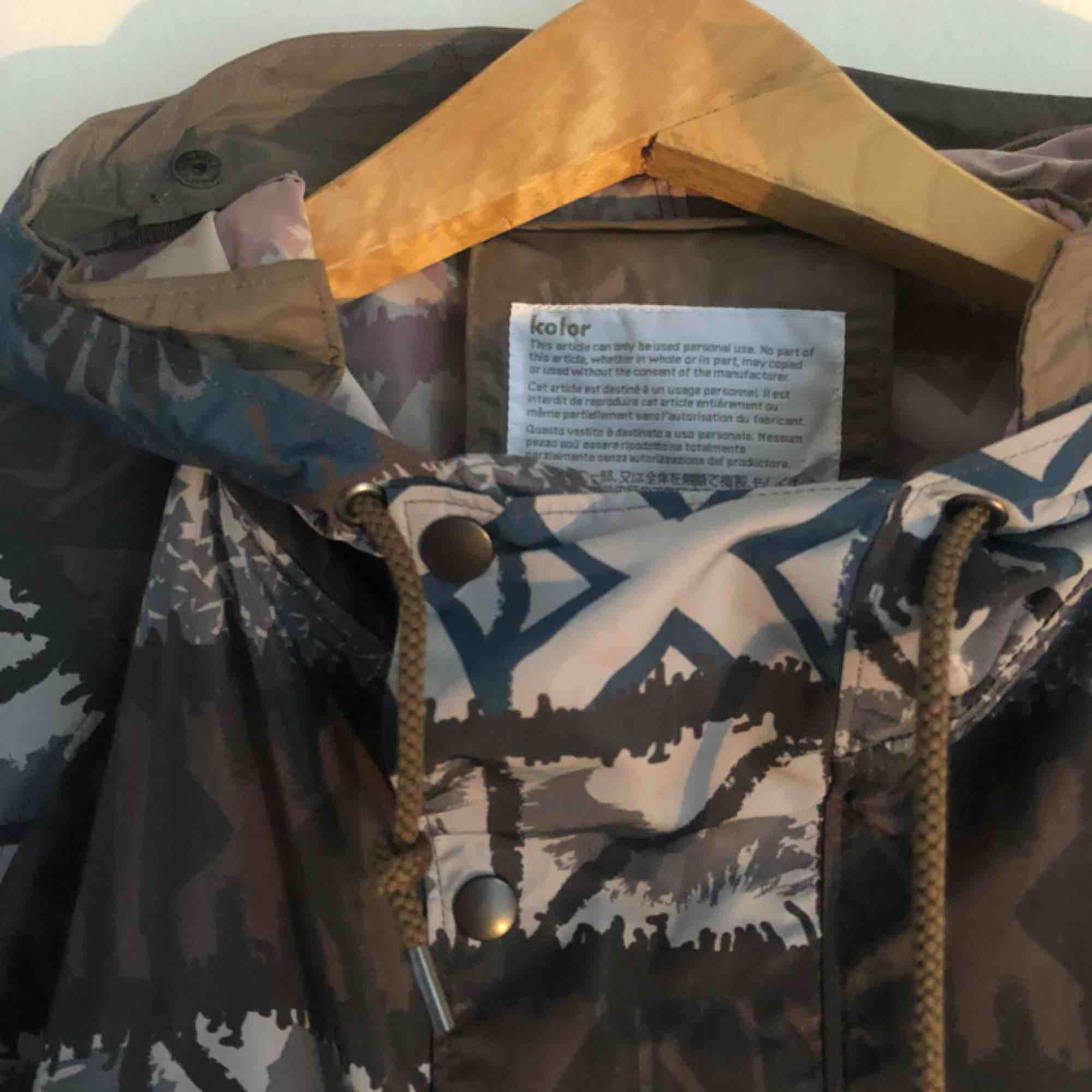 Färgglad och snygg jacka/annorak i polyester från Kolor. Jackor.