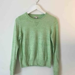 Lime-grön tröja från GAP. Knappast använd och i bra skick.