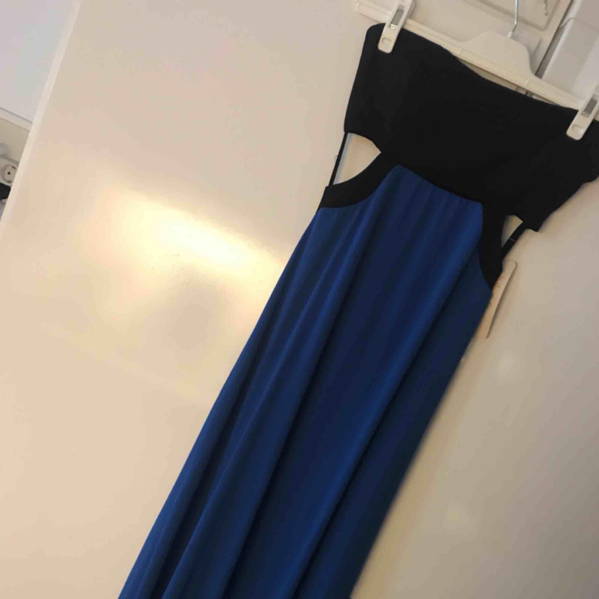 Riktigt fin långklänning men kan ej använda pga för liten strl, köpt utomlands för ca 50€.. Klänningar.