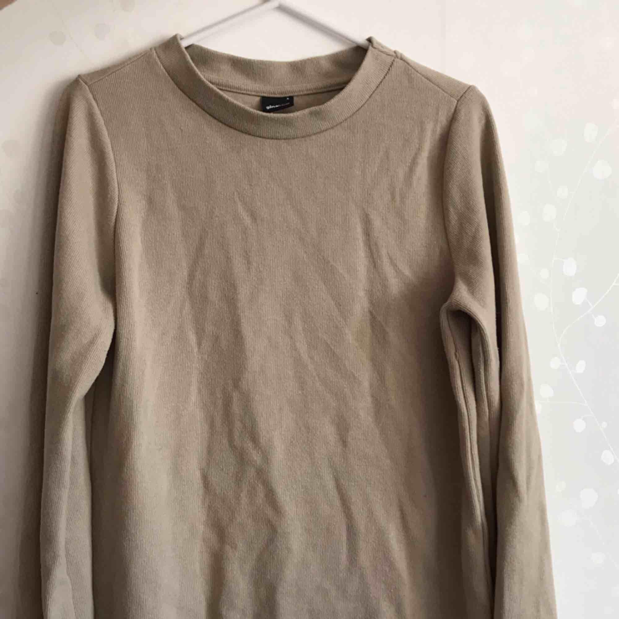 Fin långärmad tröja, använd 1-2 gånger.. Tröjor & Koftor.
