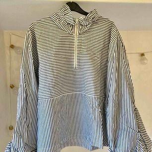 Häftig volangskjorta från Monki👌🏻 50kr plus 63kr frakt