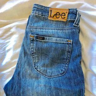 Lee jeans bootcut 👌🏻✨ 27/33 säljes pågrund av för små. 200kr plus frakt 63kr
