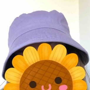 Supersöt pastellila buckethat i fint skick! Passar s/m. 18kr frakt, eller mötas i Stockholm