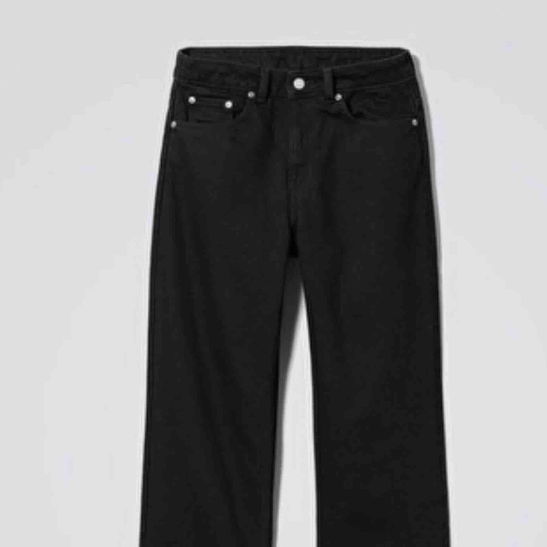 Snygga mon jeans från weekday. Aldrig använda pga för små. . Jeans & Byxor.