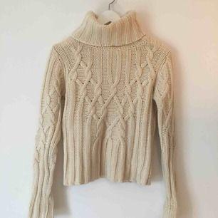 Stickad ull-tröja med polokrage från Filippa K.