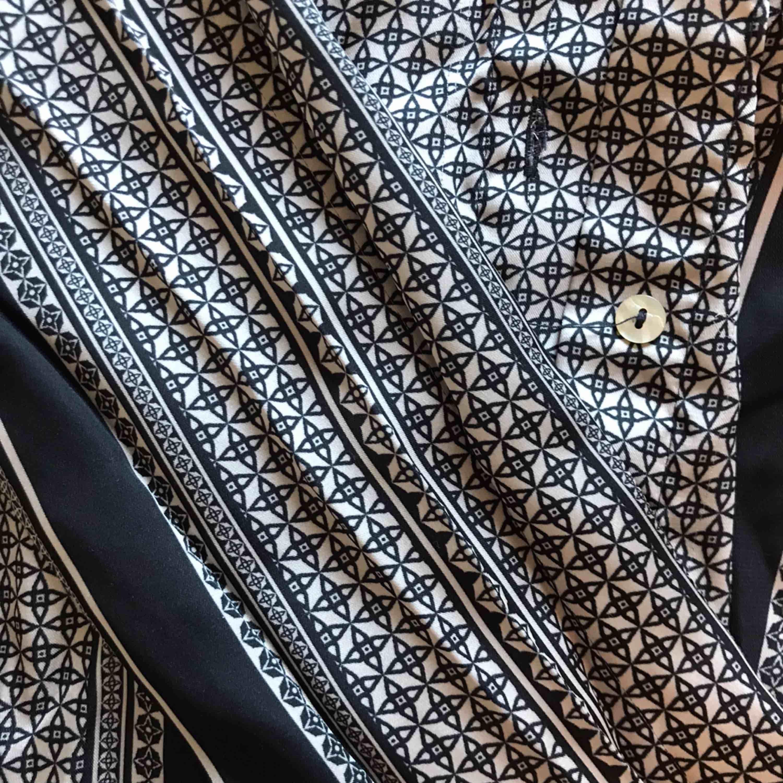 Asball svartvit skjorta i något sidenliknande material. Jätteskön och går att både klä upp och klä ner 🤩 köpare står för frakt, men jag samfraktar gärna!. Skjortor.