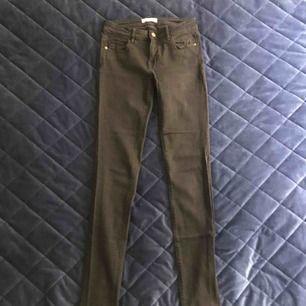 Svarta jeans från abercrombie. Använda 1-2ggr så som nya!  Storlek w25. (0)