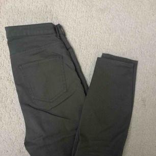Ett par superfina gröna byxor i asbra kvalite, bara använd ett fåtal gånger! 💗