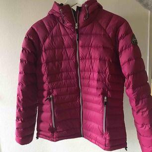 Cerise rosa dunjacka från McKinley! Är i jättefint skick! Storlek 38! Köparen står för frakt! 💗