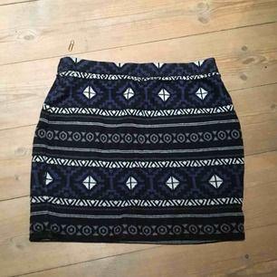 Söt kort kjol, köpt på urban outfitters, använd några gånger men fortfarande i fint skick.
