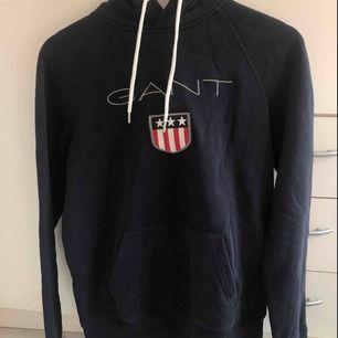 Gant hoodie i storlek small. Knappt använd.