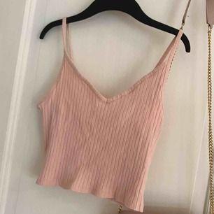 rosa kort linne från hm, aldrig använt å säljer pga för stort!