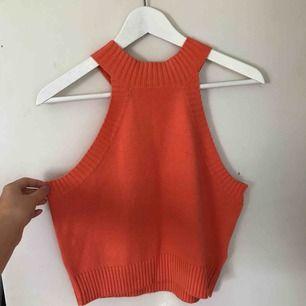 Superfint orange stickat linne från Gina Tricot i bra skick! Köpare står för eventuell frakt