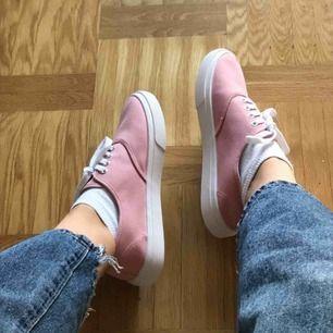 Oanvända skor, endast testade på dessa bilder! Asfin nude rosa färg, liknar vans modellerna🤪