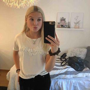 Superfin tröja med utstickande tryck!!💖👊🏼 fraktar eller möts upp i Stockholm