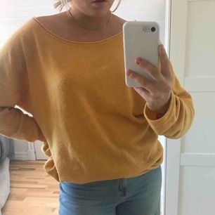 Sjukt skön senapsgul stickad tröja från HM, köpt för att vara oversized.