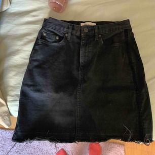 jättefin jeanskjol från Gap men som blivit för liten för mig nu! 😊
