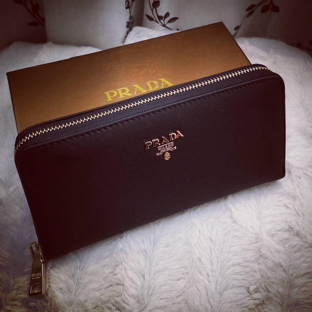 Ny plånbok Prada . Accessoarer.
