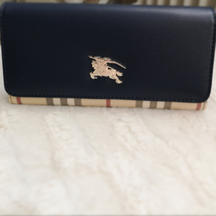 Ny Burberry plånbok färg:marinblå