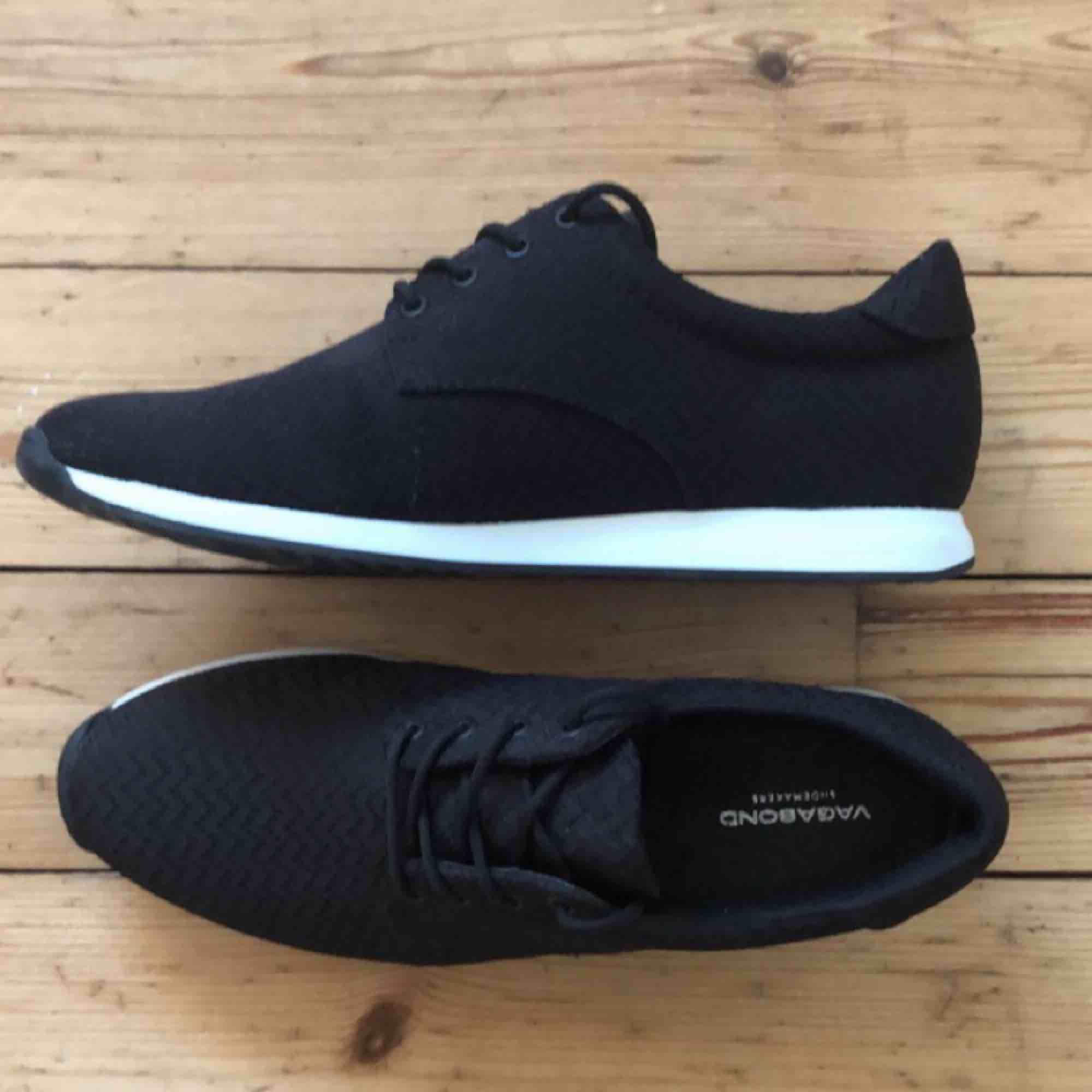 Snygga och sköna skor ifrån Vagabond. Aldrig använda pga fel storlek till mig. . Skor.