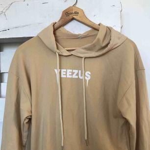 Yeezus hoodie köpt på plick men sällan använd!