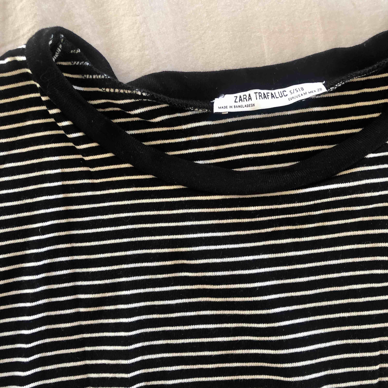 skit snygg randig t-shirt från zara, köparen betalar frakt✨. T-shirts.