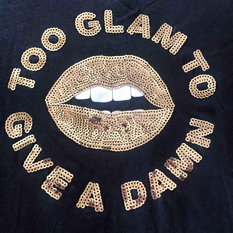 köparen står för frakt🦋. T-shirts.