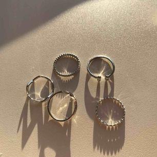 Fem snygga silver ringar, storlek S💖