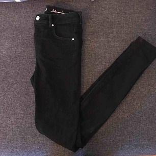 Helt nya oanvända svarta jeans från Bikbok!