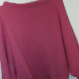 Skär rosa stickad tröja från NAKD. För liten på mig o aldrig använt den.