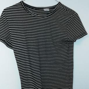 Randig tröja från USA från nån outlet, aldrig använt.