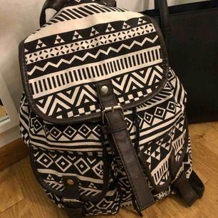 Mönstrad ryggsäck, inget slitage