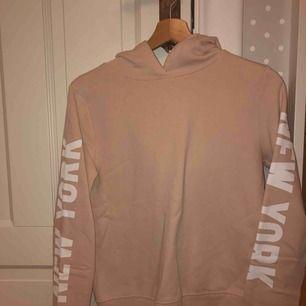 Fin hoodie från Gina tricot, köparen står för frakt