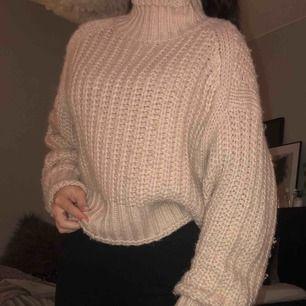 Ljusrosa stickad tröja med ballongärmar från H&M, strl XS. Använd men i fint skick! Frakt ingår i priset💞💖💓