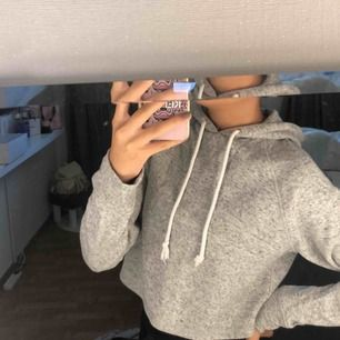 Croppad hoodie, inget slitage