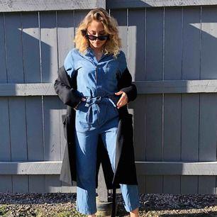 Jumpsuit i jeans 💙 använd en gång! Köpare står för frakt på 59kr 💙