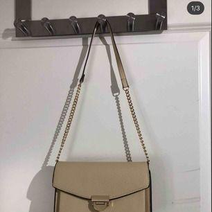 Väska från Mango  Aldrig använd  Frakt till kommer