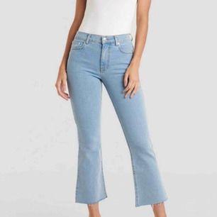 Snyggaste kickflare jeansen från NAKD. Passar en storlek 34 än en 36a. Frakt 79kr därför har jag gått ner i pris pga frakten. Endast provade.