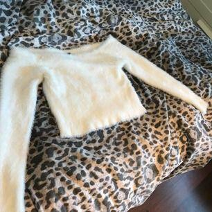 En jättefin offshoulder tröja! Jättebekväm och superfin. Säljer den eftersom att jag har en liknande.  Säljer den för 60kr + frakt.