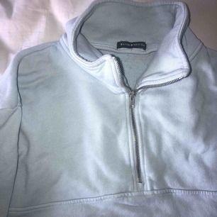 jätte fin sweater från brandy melville köpt i London, använd max 2 gånger!! köparen står för frakt💓
