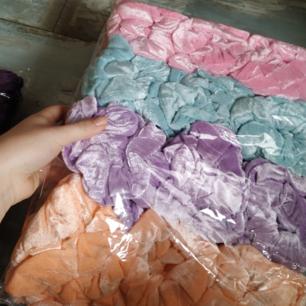 Hur många jättestora scrunchies som helst! Helt nyköpta och oanvända. Har andra annonser med fler färger uppe :) 30kr styck <3  (paketpris går att ordna)