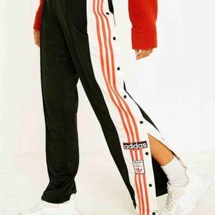 säljer mina älskade adidas byxor!! sjukt bekväma och snygga, säljer pga att dom inte kommer till användning!💓💓