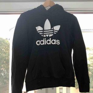 Svart Adidas hoodie, stl XS  Original pris: 599 kr