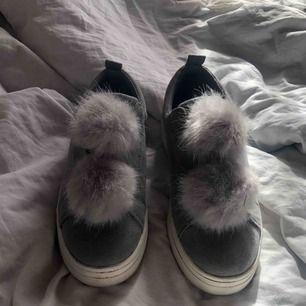 Ett par skor från Duffy i storlek 40, använda 1 gång så bra skick, hög sula